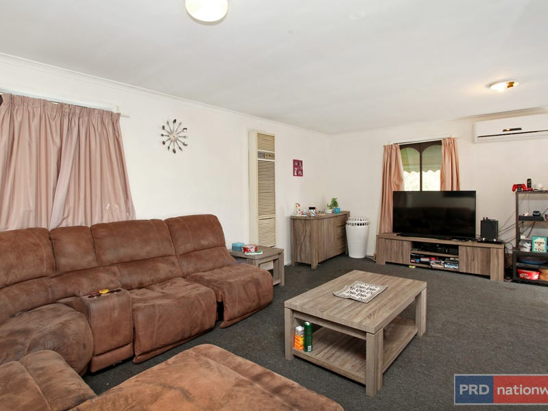 2/5 Balfour Place, Melton West, Vic 3337