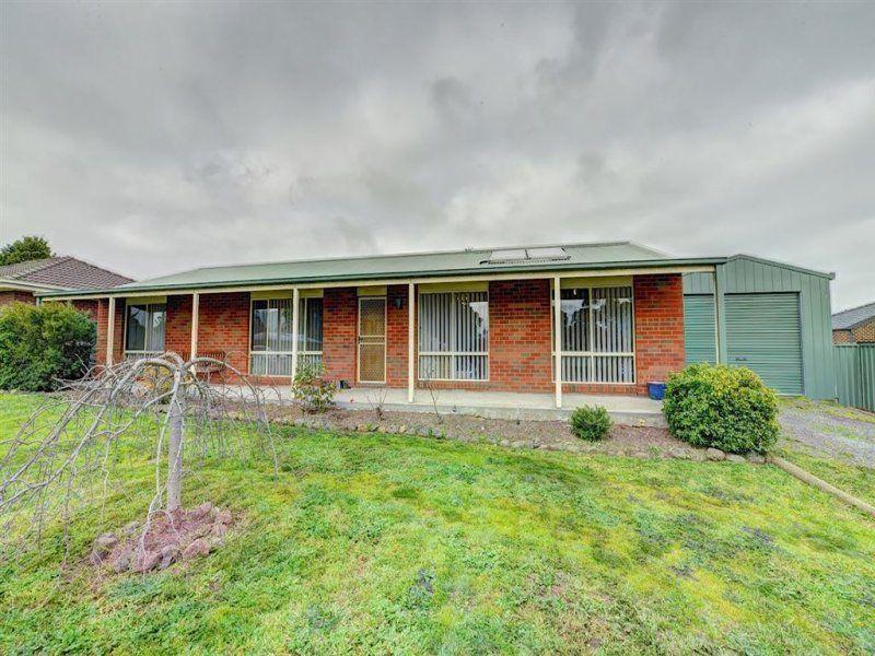 6 Windermere Way, Cardigan Village, Vic 3352