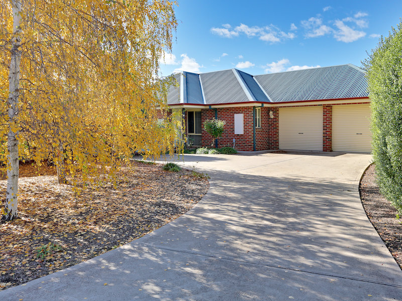 2/1 Cambridge Drive, Mansfield, Vic 3722