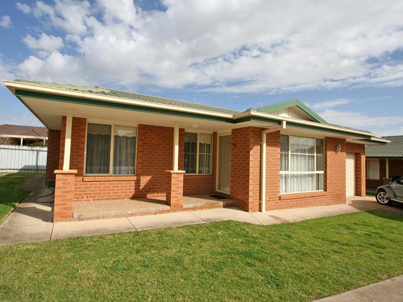 1/8 Honeysuckle Place, Lake Albert, NSW 2650