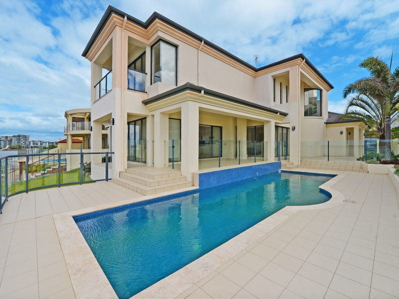 39 King Arthurs Court, Sovereign Islands, Qld 4216