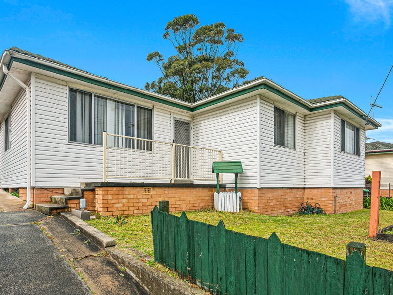 135 Lake Entrance Road, Barrack Heights, NSW 2528