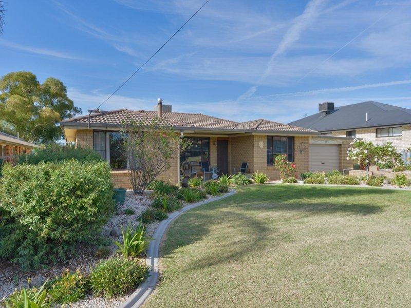 19 Johns Drive, Kootingal, NSW 2352
