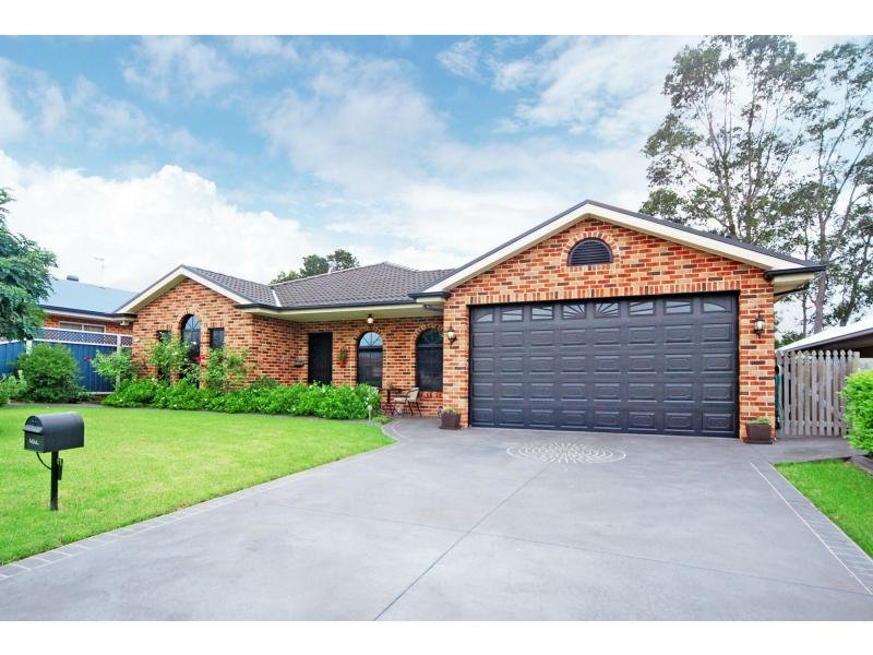 11 Jade Place, Meroo Meadow, NSW 2540
