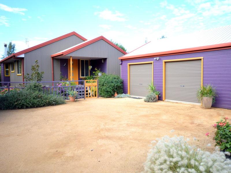 11 Parkes Street, Woodstock, NSW 2793