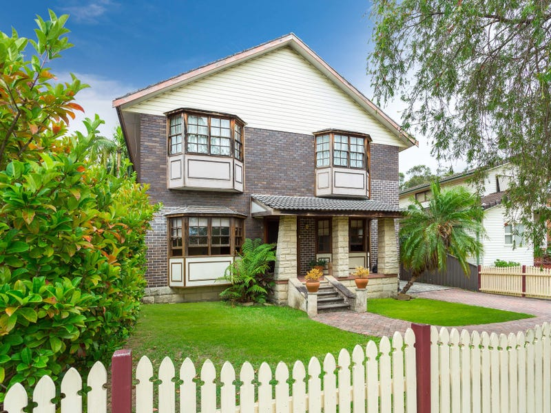 81 Thomas Street, Picnic Point, NSW 2213