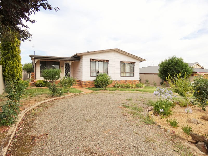 32 Scott Street, Boorowa, NSW 2586